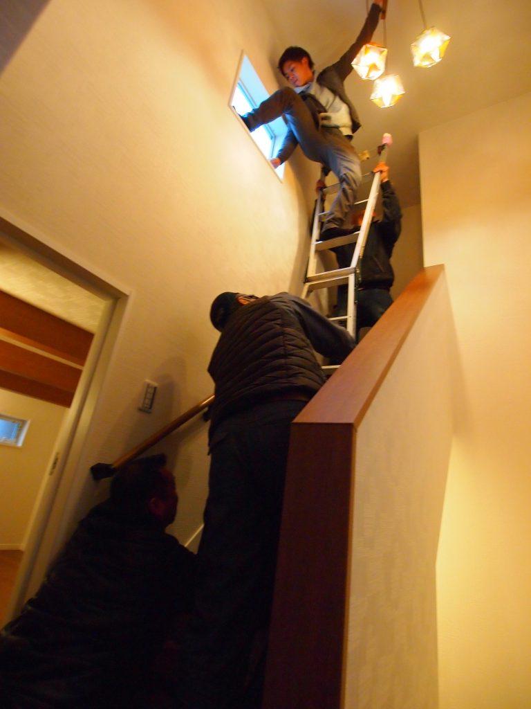 階段室 照明取り付け