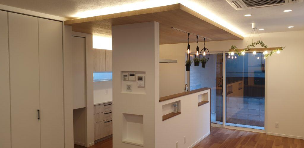 アイランドキッチン 下がり天井 間接照明