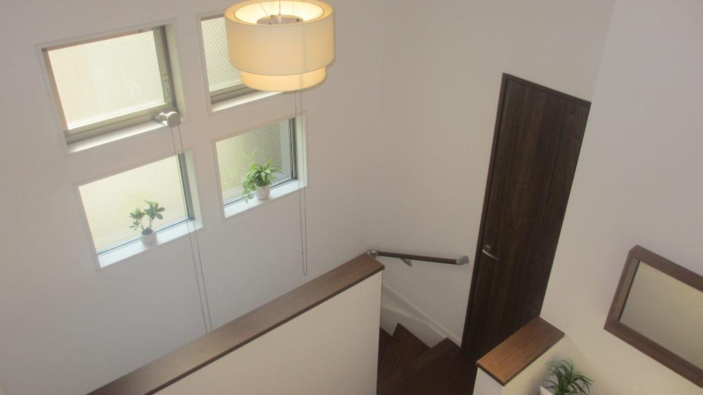 階段室 廊下 窓 吹抜