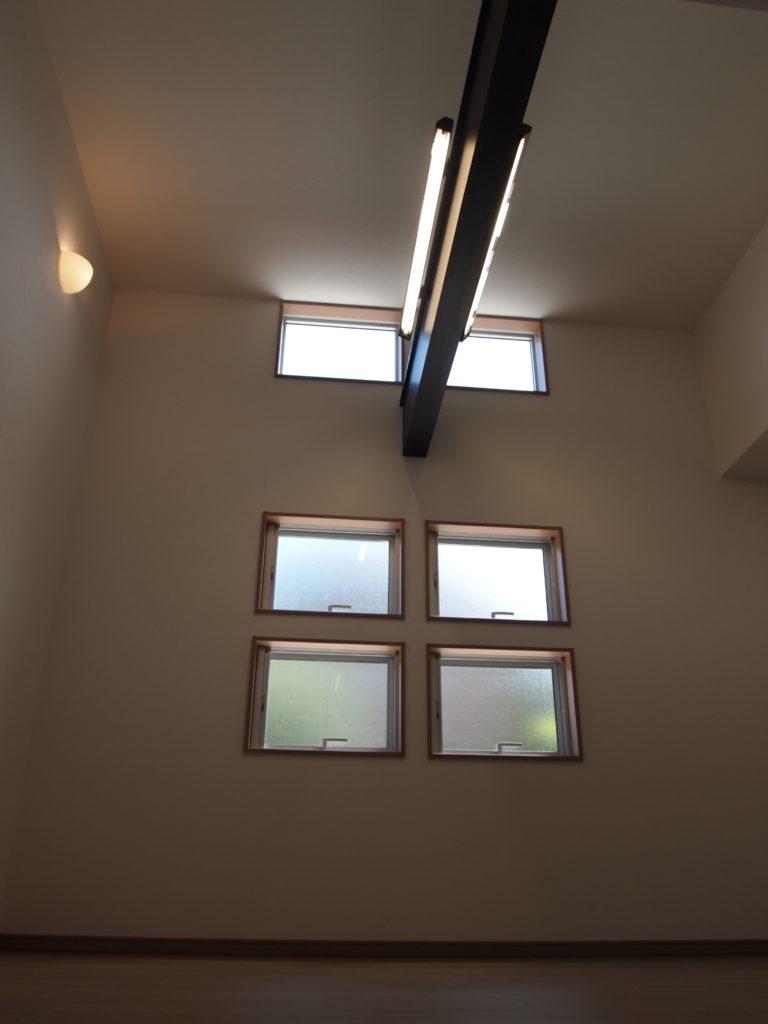 吹抜 窓 照明